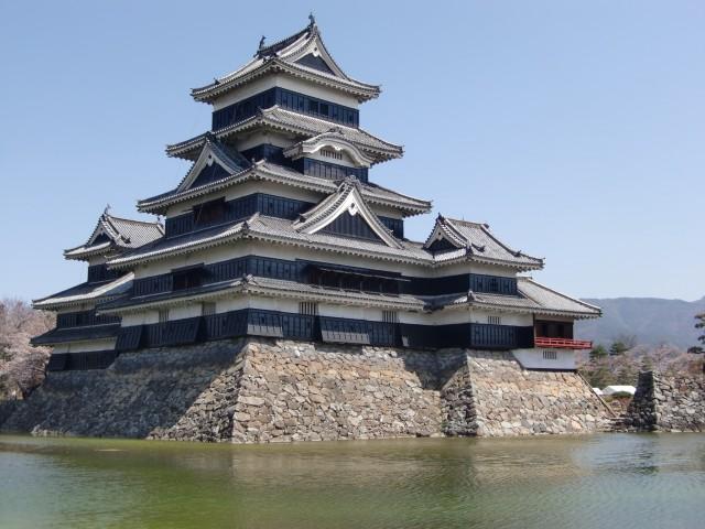 松本城観光と駐車場情報!国宝天守閣と城下町のおすすめを満喫しよう