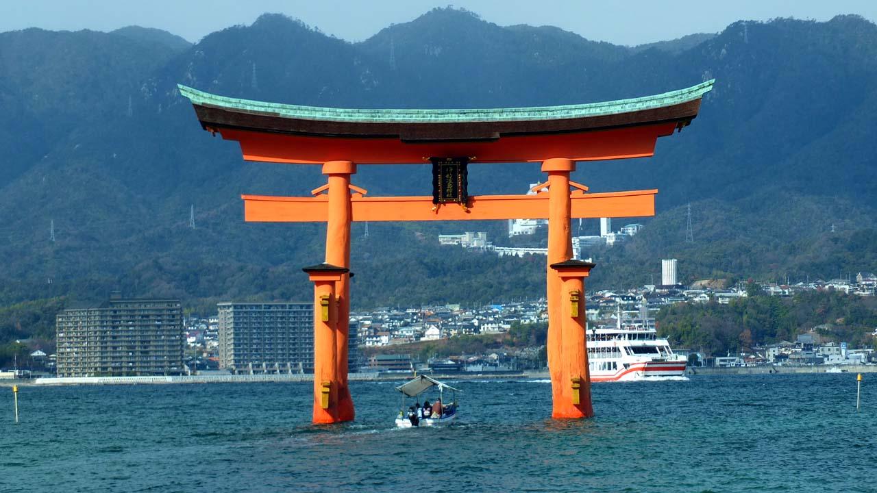 厳島神社の鳥居の魅力!歴史は?なぜ倒れない?写真を撮影に最適の時間は?