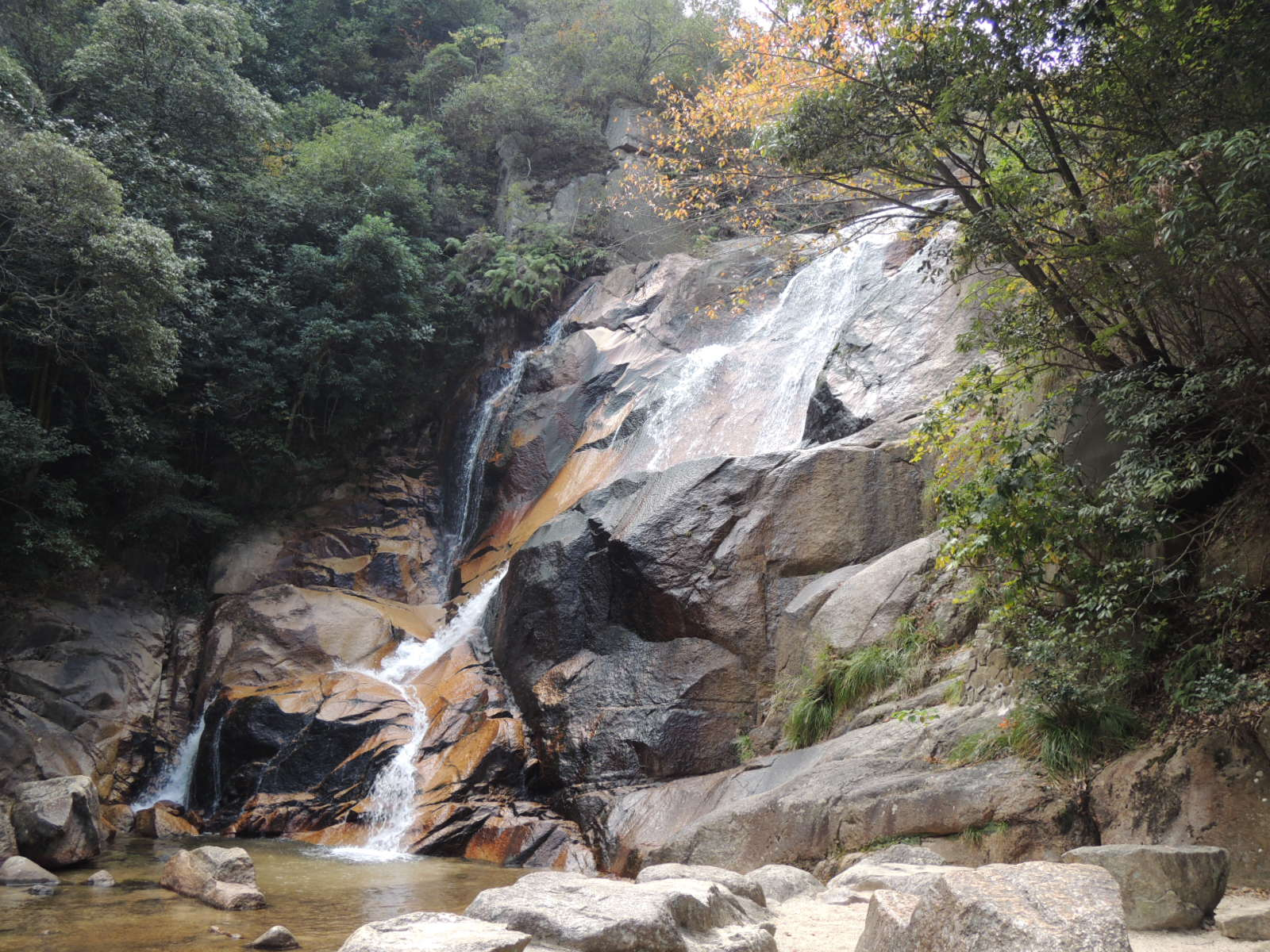 妹背の滝は地元で有名な水遊びスポット!アクセスは?釣り堀・そうめんが楽しめる