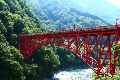 富山のトロッコ列車で紅葉を楽しもう!絶景陸橋!黒部渓谷で温泉も!