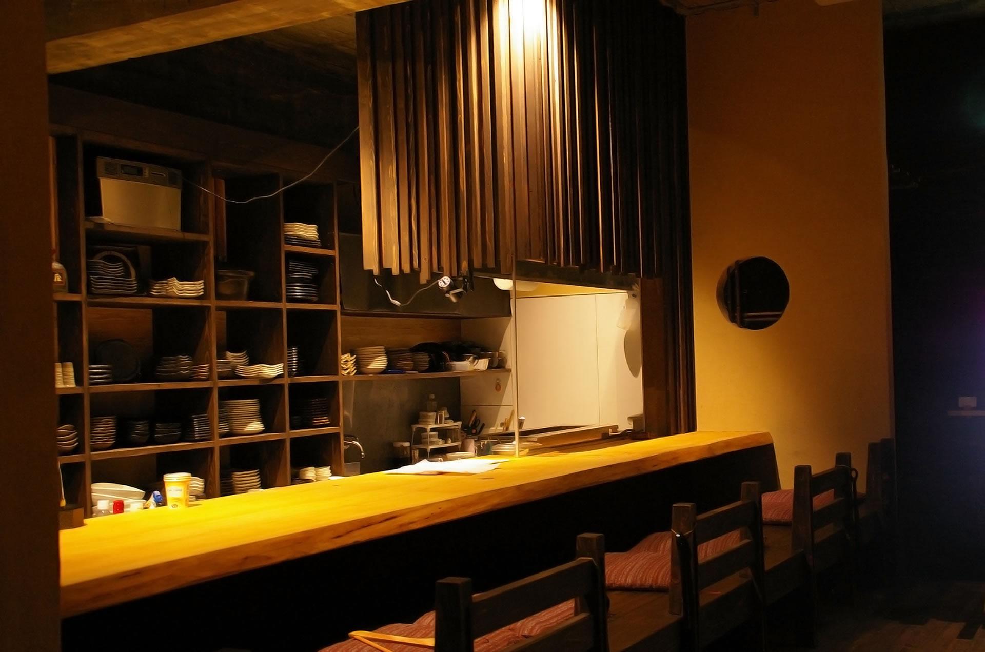 那覇市松山の人気居酒屋からバーまでご紹介!定番の沖縄料理もリーズナブル!