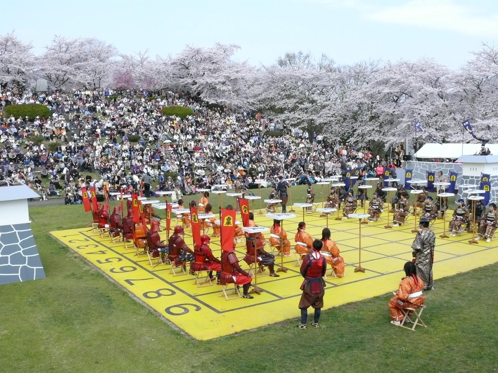 人間将棋は天童桜祭りのメインイベント!勇壮な時代絵巻に酔いしれる!