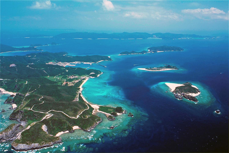 慶良間諸島の魅力に迫る!ケラマブルーと呼ばれるサンゴ礁の国立公園!