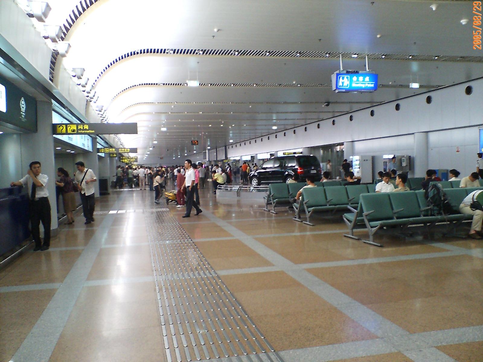 北京空港が凄い!市内へアクセスは?ラウンジ・広い構内は圧巻!お土産店も充実!