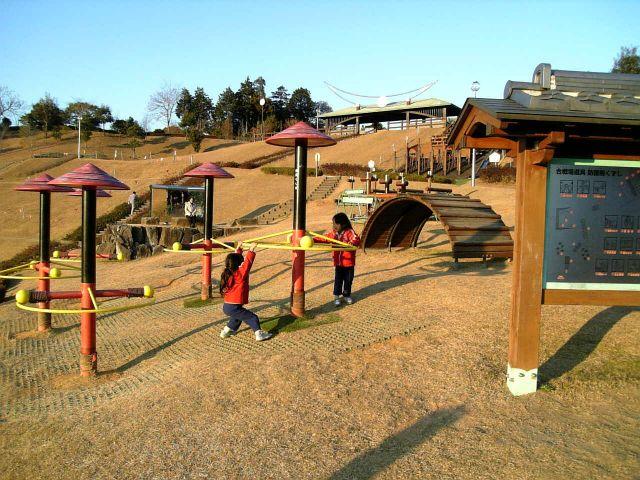 新城総合公園へ子供と一緒に!楽しいアスレチックや水遊び・イベントも!