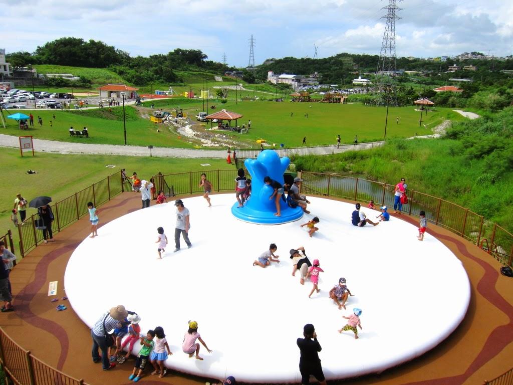 中城公園は施設が充実!キャンプ場やトランポリンもあり!沖縄最大級!