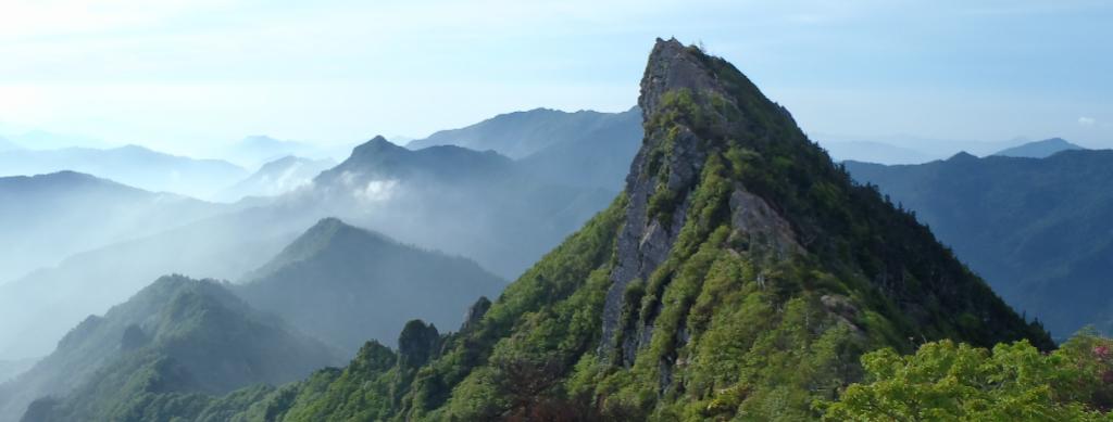 石鎚山への登山は人気!ロープウェイもあり4つのルートで土小屋へ