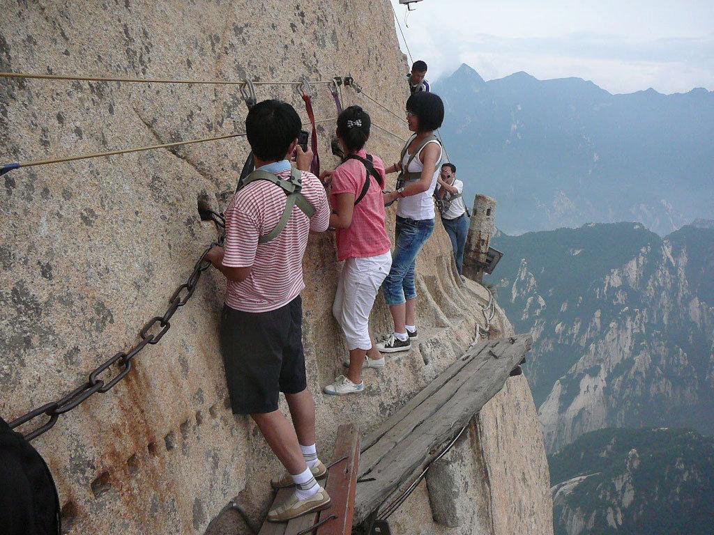華山「長空桟道」は世界一危険な山道?ロープウェイで絶景を楽しむ!