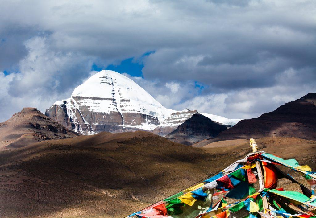 カイラス山はチベットの聖地!見所まとめ!巡礼文化やツアー・行き方・水晶など