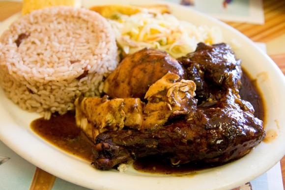 ジャマイカのおすすめ料理11選!スパイシーな定番郷土料理を網羅!