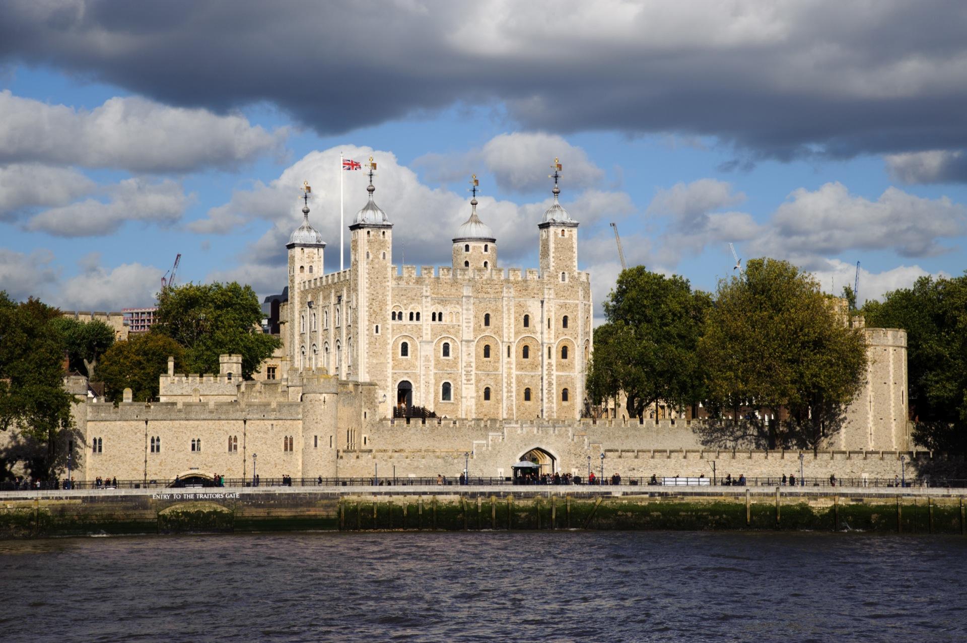 ロンドン塔!入場料や見どころ紹介!幽霊も出現?驚きの歴史を見に行こう!