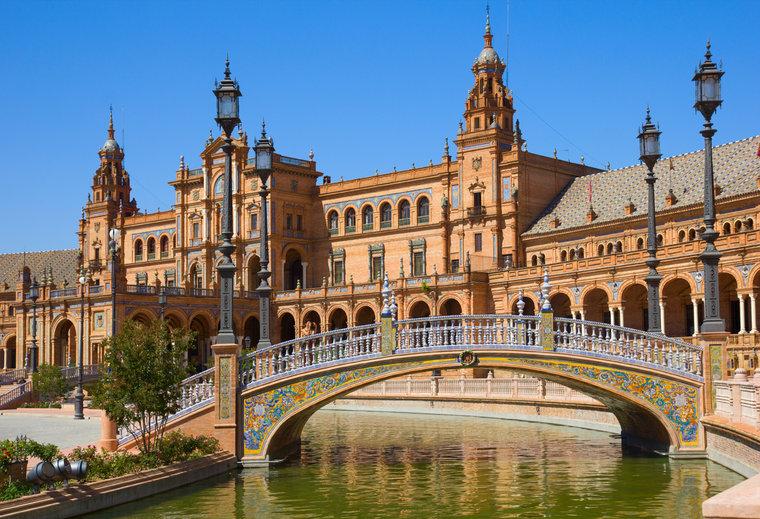 セビリア観光の見どころ!フラメンコや闘牛で有名!スペイン広場も人気!