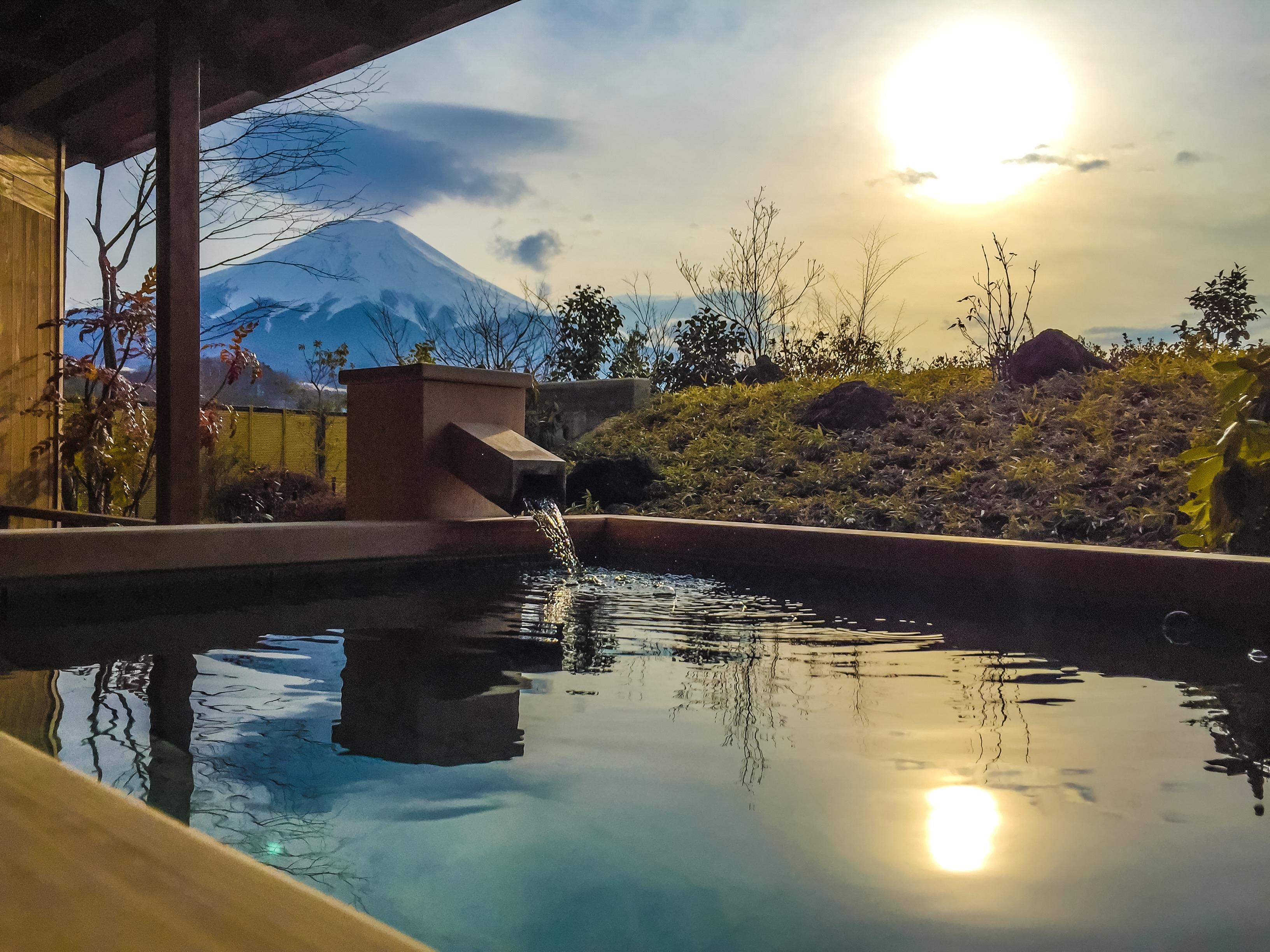 日本の絶景温泉ランキングTOP19!日帰り情報や露天風呂付き客室もご紹介