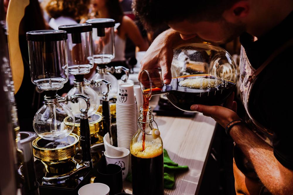 新宿の喫茶店で静かに珈琲を楽しむ!おすすめのレトロなお店紹介!