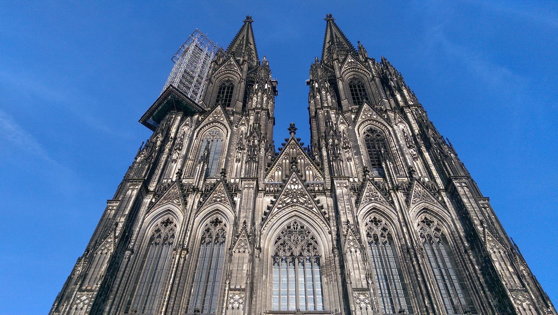 ケルン大聖堂はドイツが誇る世界遺産!気になる拝観時間や行き方は?