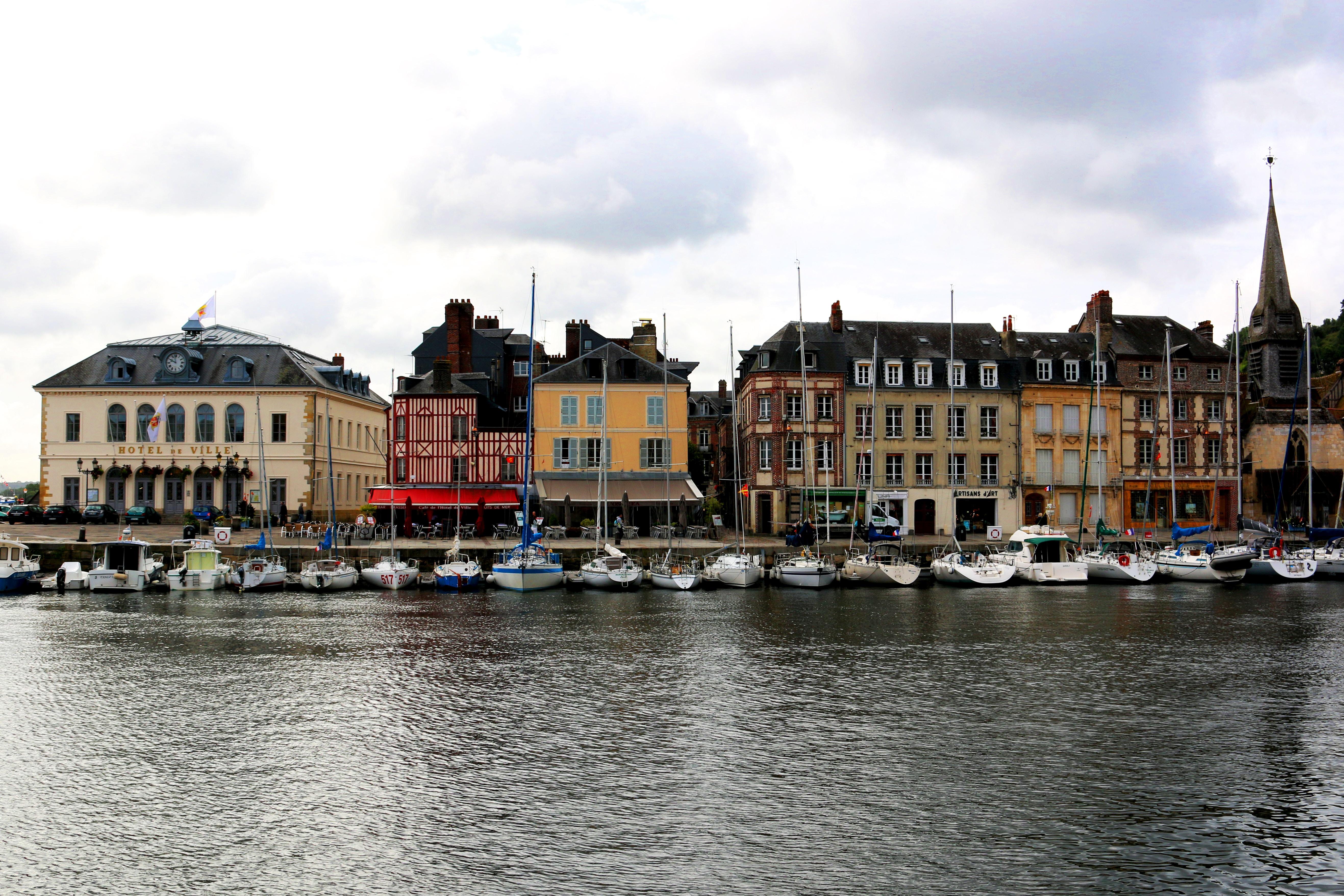 オンフルールおすすめ観光スポット!パリからの行き方は?画家に愛された港町!