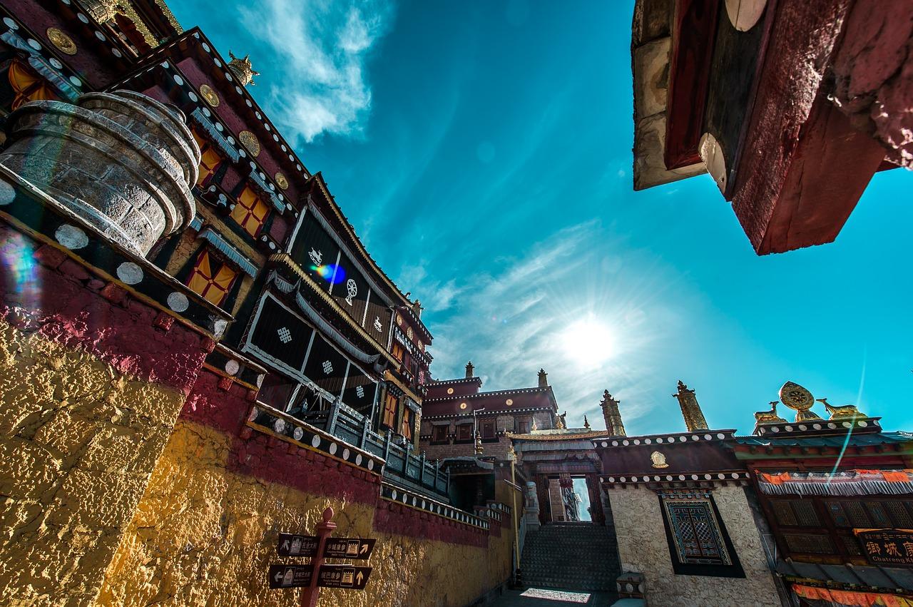 チベット仏教寺院の見どころ!観光ツアーもあり!行き方や歴史も調査!
