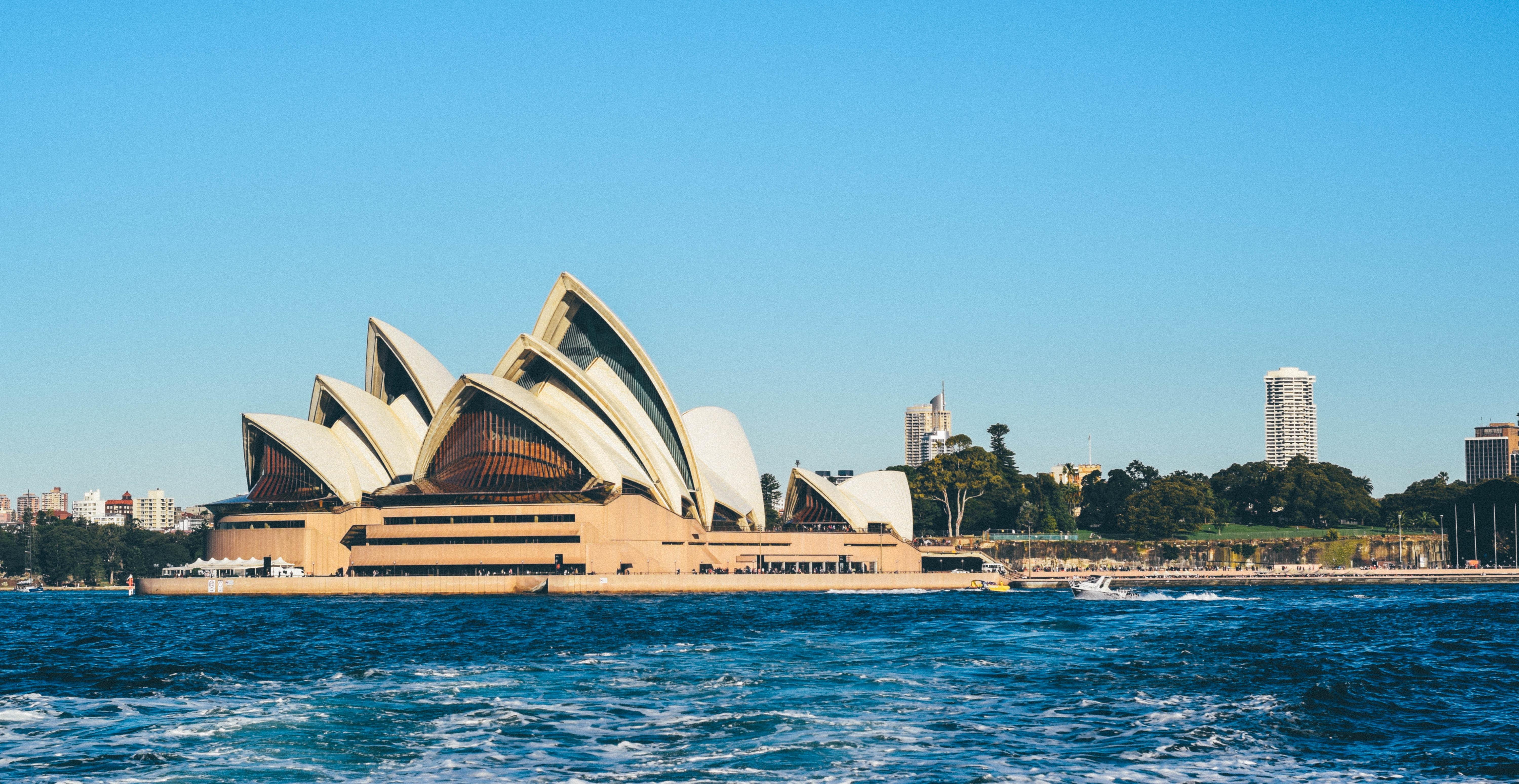 シドニーのオペラハウスは観光に外せない!ツアーでも大人気の魅力は?