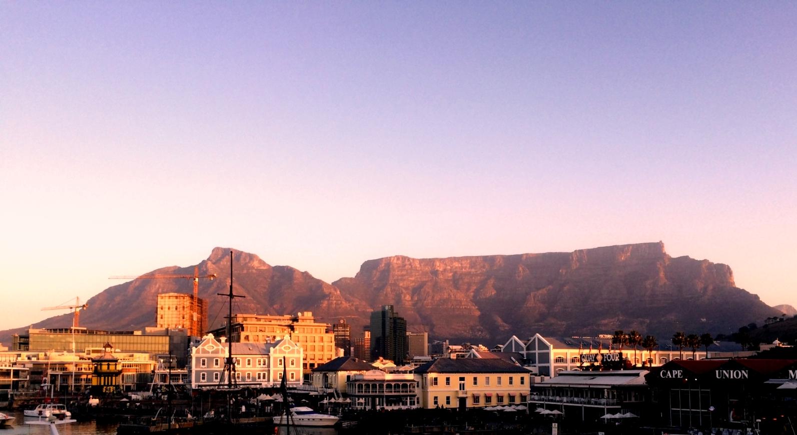 テーブルマウンテン(南アフリカ)の見所!ケーブルカーや登山体験ツアーも!