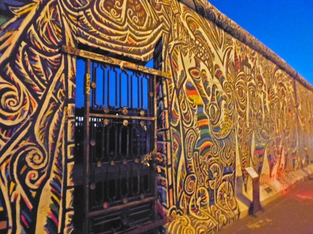 ベルリンの壁の歴史!崩壊はいつ?ドイツで外せない観光スポット!