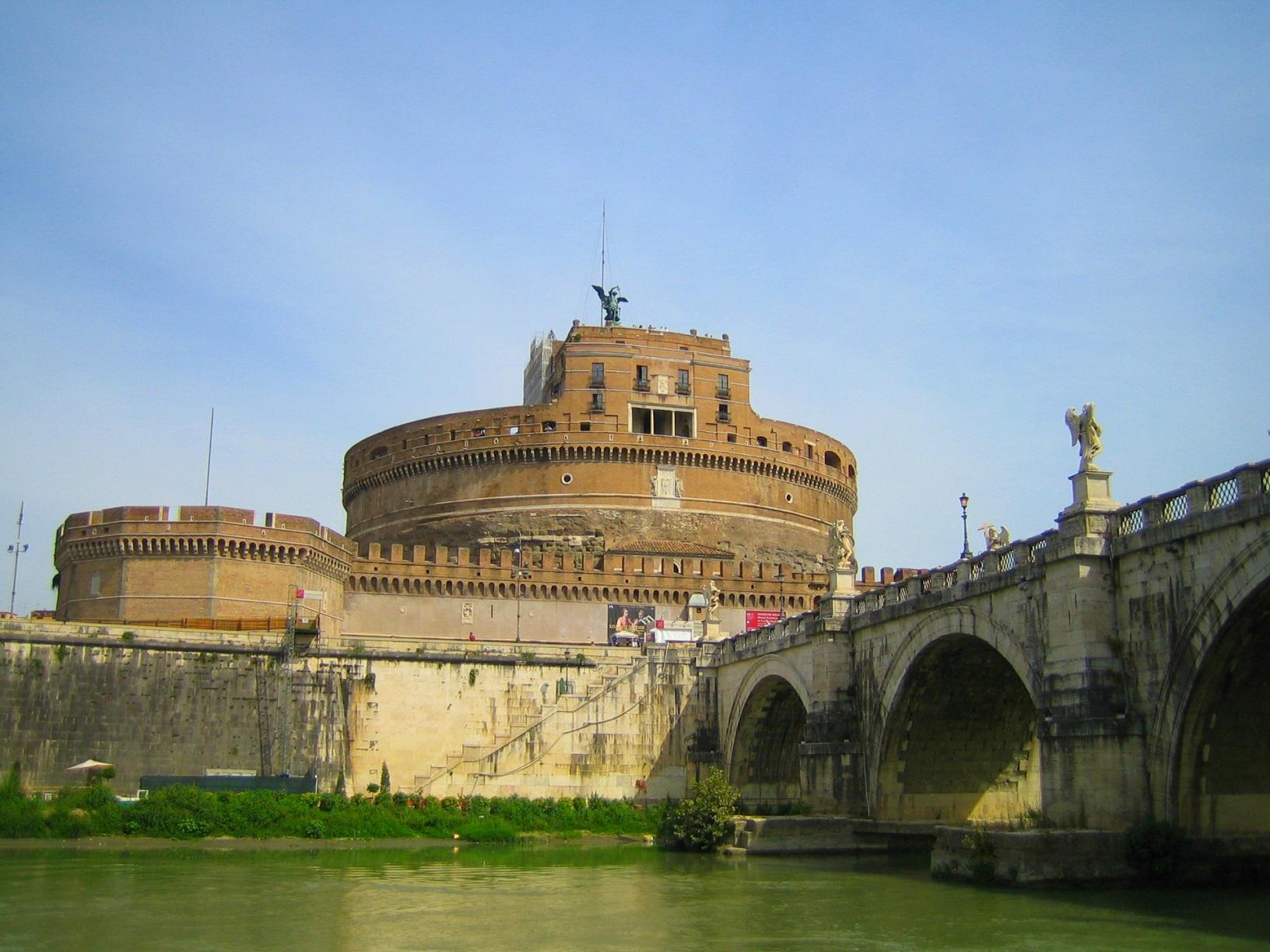 サンタンジェロ城の見どころ!秘密の通路があるとの噂はホント?