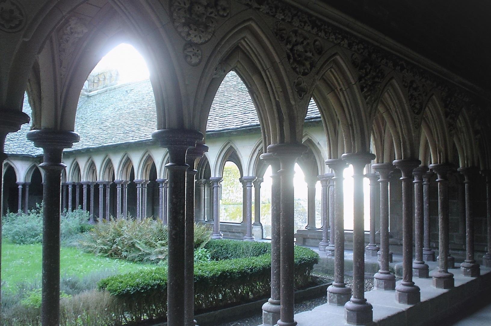 メテオラ修道院の行き方は?天空に浮かぶ世界遺産は見どころ満載!