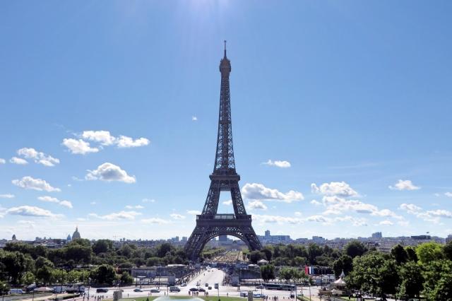 パリ祭はパレードに花火がおすすめ!楽しみ方や穴場スポットも!