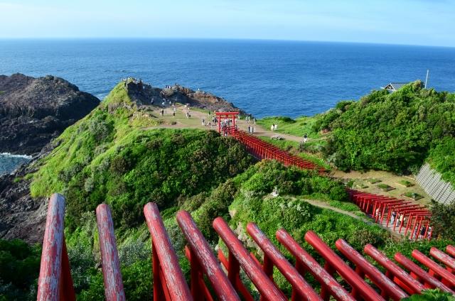 山口の元乃隅稲成神社は鳥居がたくさんで有名!絶景も素晴らしい!
