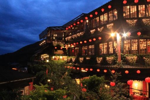 台湾で「千と千尋の神隠し」を巡るツアー!モデルとなった場所や街・料理を堪能!