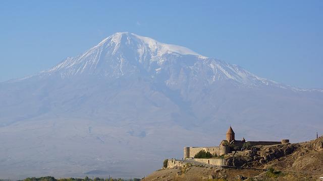 アララト山はノアの方舟が漂着した場所?登山など人気の観光情報も!