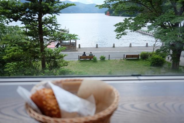 ベーカリー&テーブル箱根は芦ノ湖ビューが人気!こだわりのパンを味わおう!