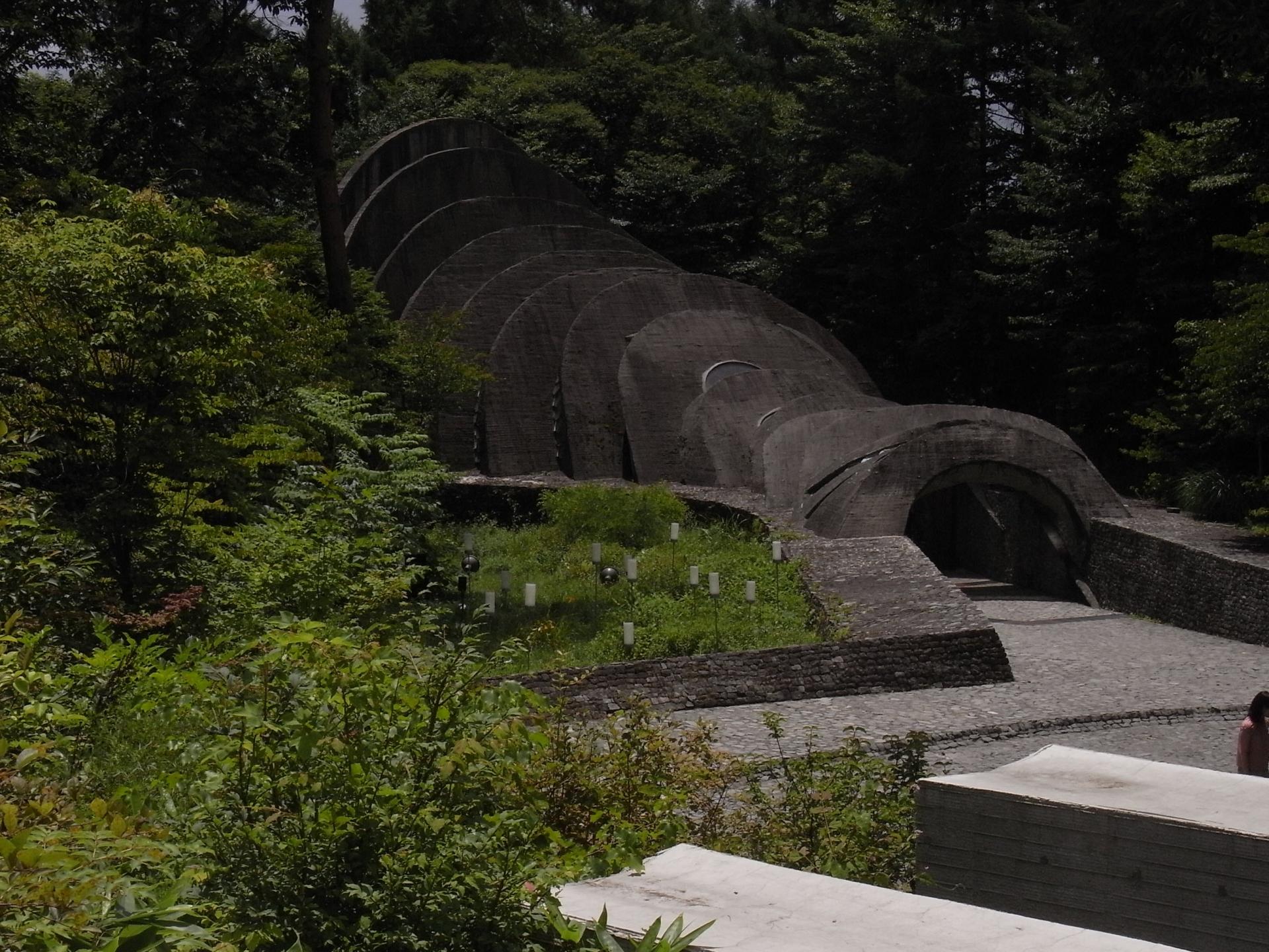 軽井沢の「石の教会」が神秘的!自然に囲まれた幻想的な建築美にうっとり!