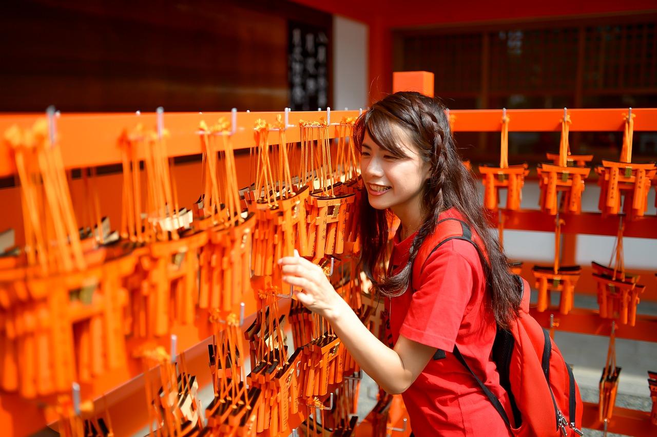 三峯神社の白いお守りの効果は?大渋滞でも手に入れたい人気の秘密を調査!
