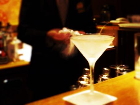 悪魔の酒「アブサン」とは?値段や飲み方&飲めるバーをまとめて紹介!