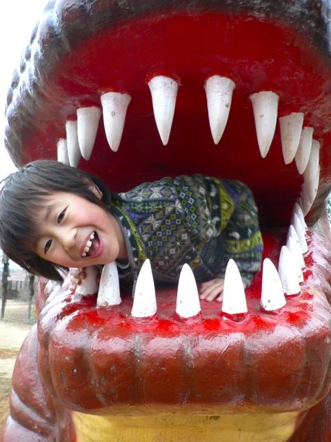 水戸森林公園は巨大な恐竜やアスレチックが面白い!カブトムシ採集もできる!