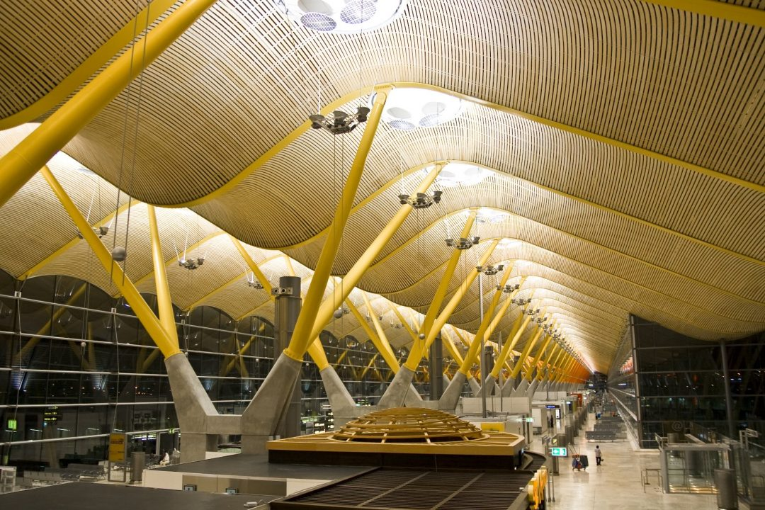 マドリード・バラハス空港から市内へのアクセスは?免税店や人気のお土産情報も!