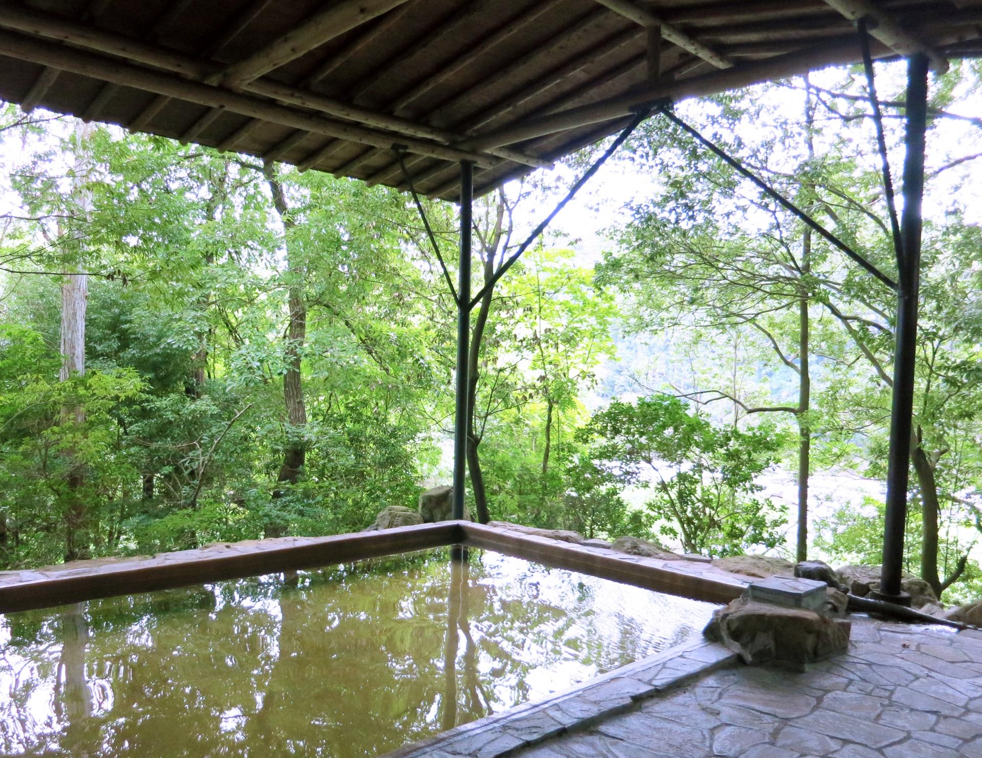 黒湯温泉へ行こう!秋田・乳頭温泉郷の最奥部にある秘湯を紹介