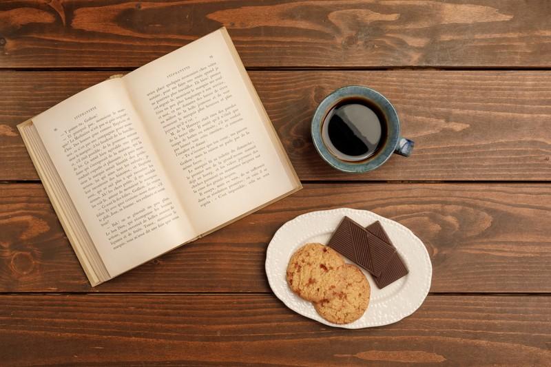 「アール座読書館」は静寂を楽しむ素敵カフェ!利用法や人気メニューも紹介!