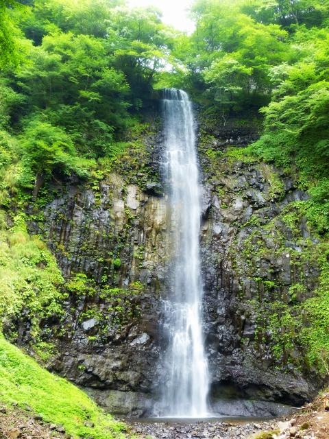 玉簾の滝は山形のおすすめ観光スポット!アクセスやライトアップ期間は?
