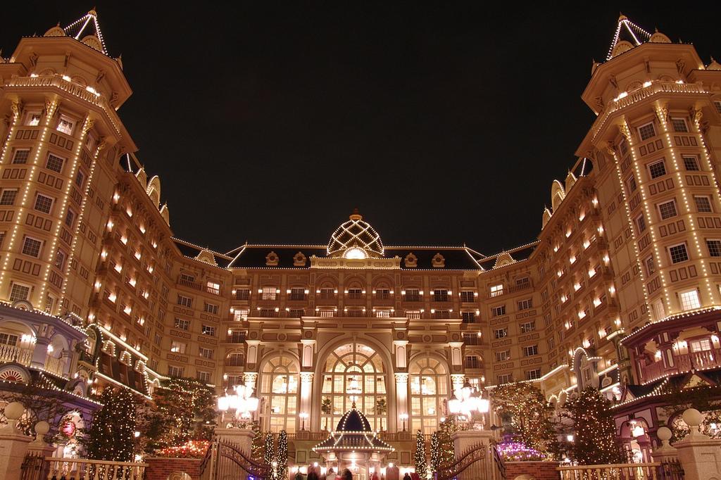 ディズニーホテルでおすすめなのは?子連れ・カップル向けに最適な特徴も紹介
