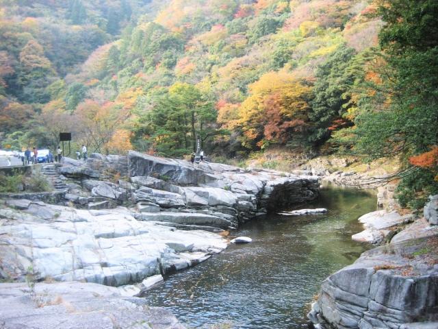 奥津渓の渓谷は紅葉が見事!見頃やライトアップの時期&アクセスまとめ!