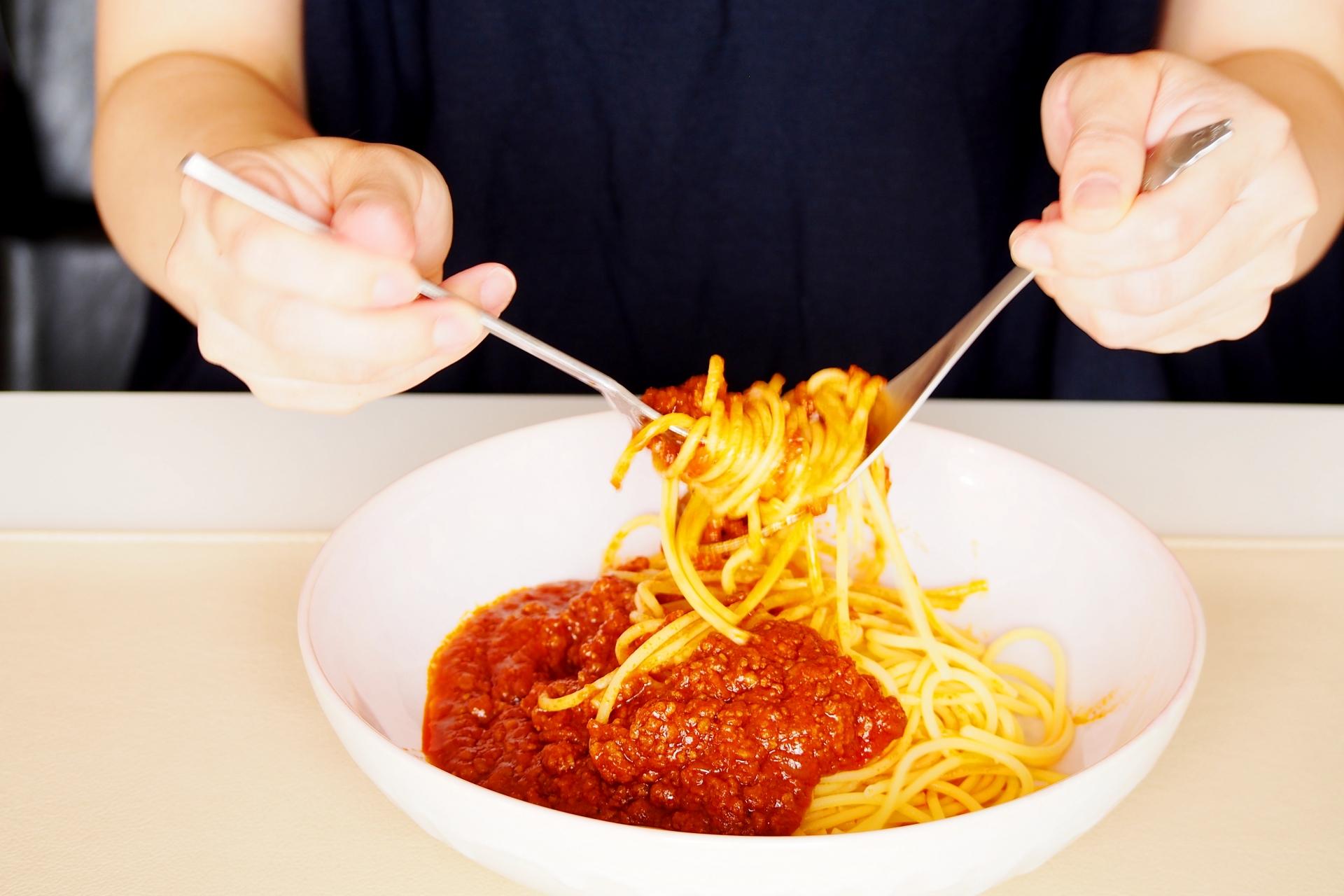 「パスタの食べ方」正しいマナーはこれ!本場ではスプーンを使わない?