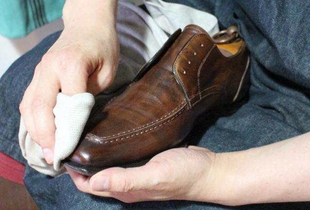 革靴のひび割れの原因や修理・防止方法は?手入れに必要なものもチェック