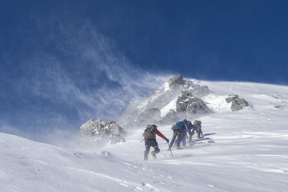 登山の杖・ストックの使い方&選び方!必要な理由や長さもチェック!