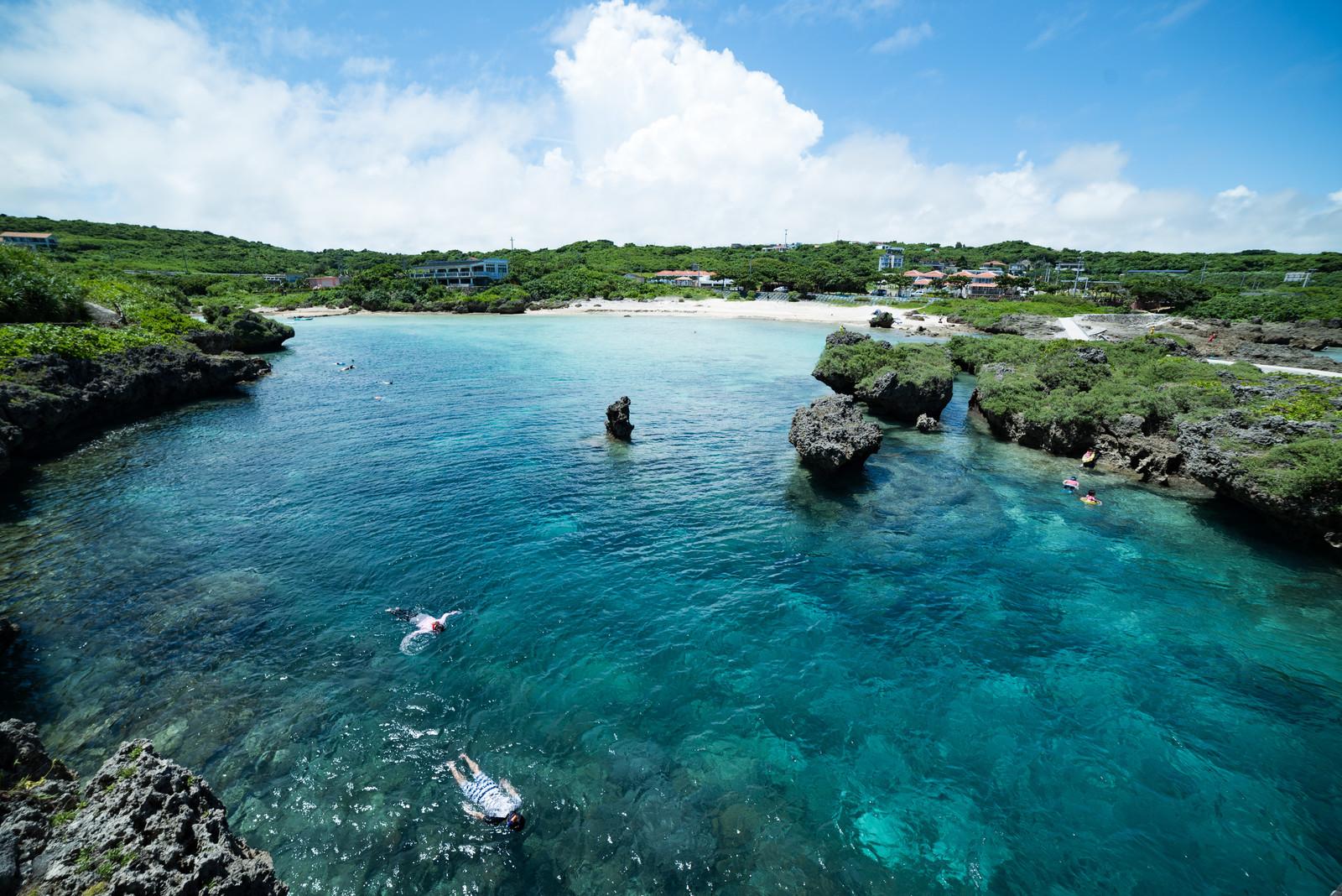 真栄田岬でシュノーケルやダイビングを満喫!青の洞窟など絶景スポットも人気