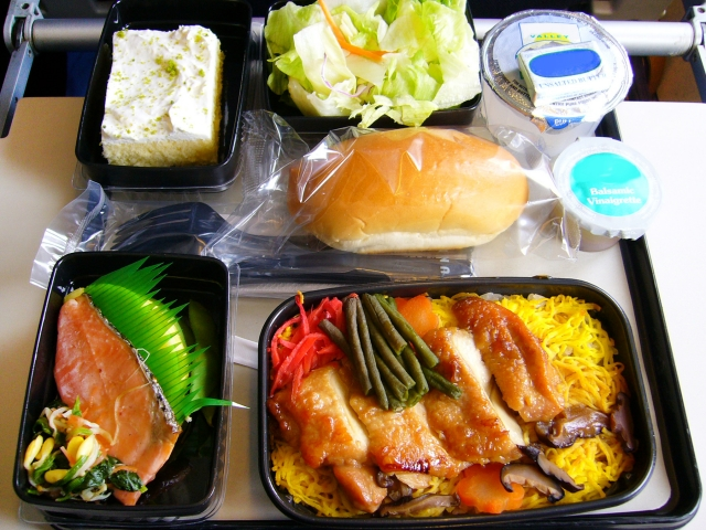ANAの機内食の魅力を徹底紹介!エコノミー・ビジネスのこだわりメニューは?