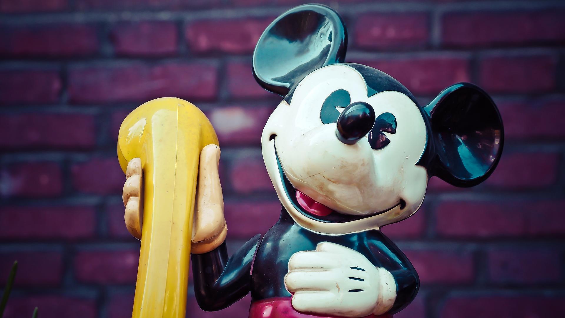 ディズニーに行くならベビーカーはレンタルがおすすめ!利用方法や料金は?