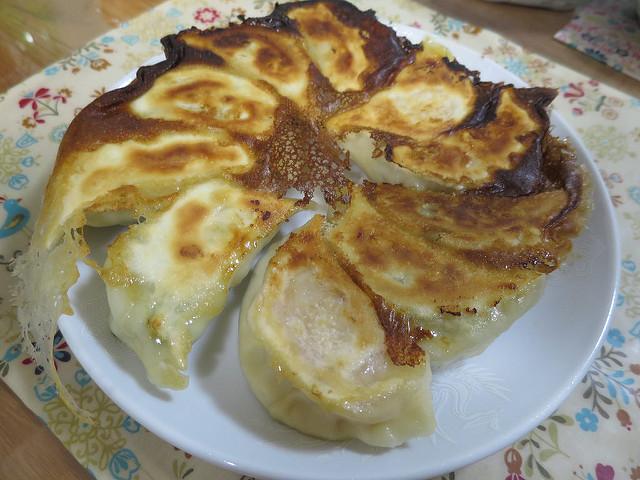 羽根木餃子は予約半年待ちの人気取り寄せグルメ!口コミ・値段・焼き方まとめ!