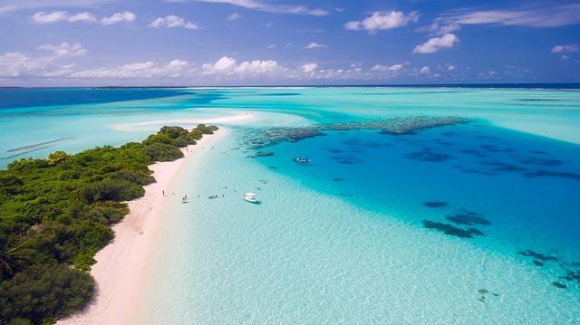 米原ビーチは石垣島の人気シュノーケリングスポット!サンゴ礁と白い砂浜が魅力!