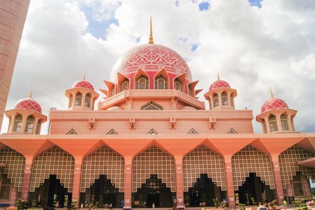 ピンクモスクはマレーシアで人気の観光スポット!行き方や見どころを紹介!